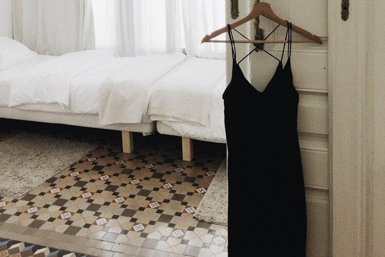 Crna haljina na ofingeru